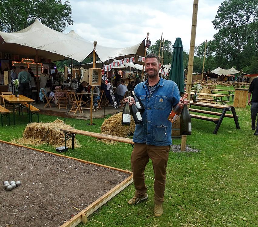 Bacchus festival man met wijn
