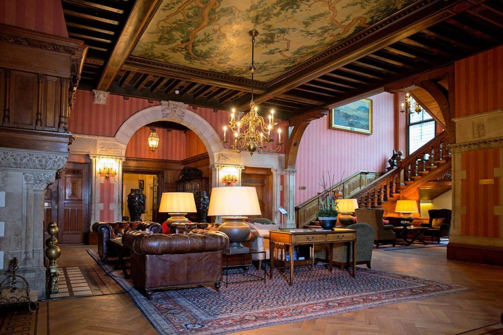 antique lounge hotel